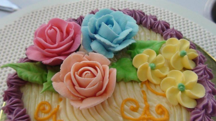 recipe: royal icing recipe for piping on fondant [37]