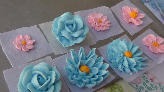 how to make royal icing flowers for wedding cakes royal icing recipe for piping flowers 15982